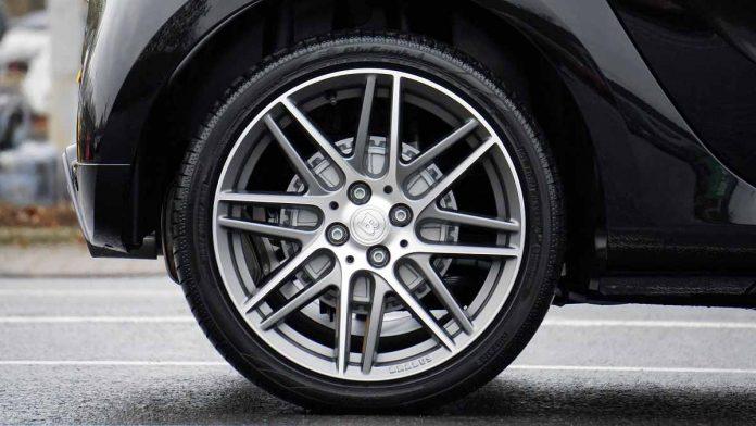 Ak si poškodíte auto na výtlku, poisťovňa Vám zaplatí opravu